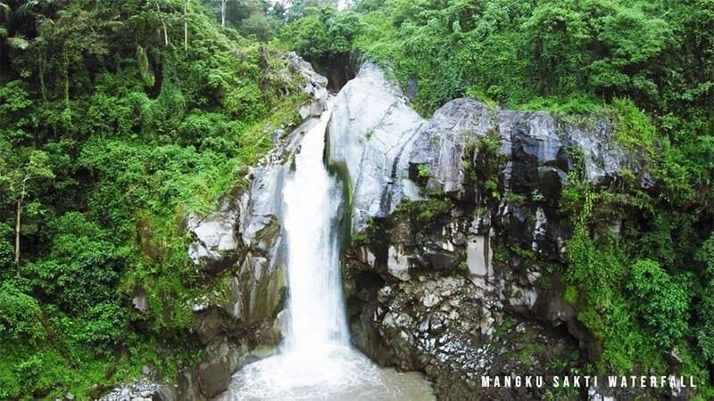 Mangku-Sakti-Waterfall-Lombok