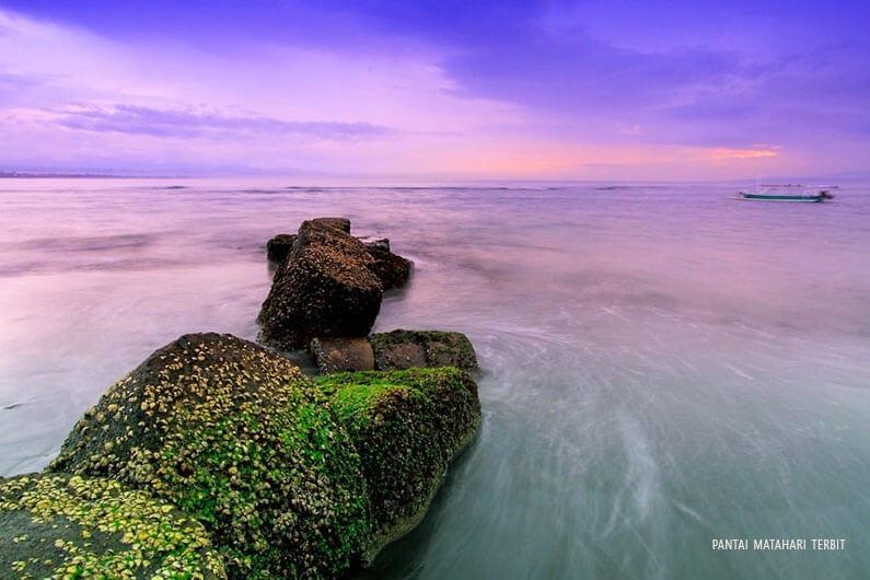 Pantai matahari terbit di Pulau Bali