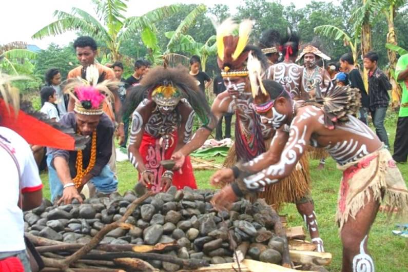 Pesta Bakar Batu Papua