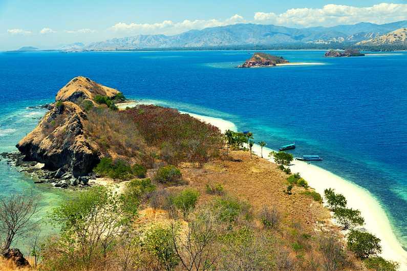 Riung dan Taman Nasional 17 Pulau