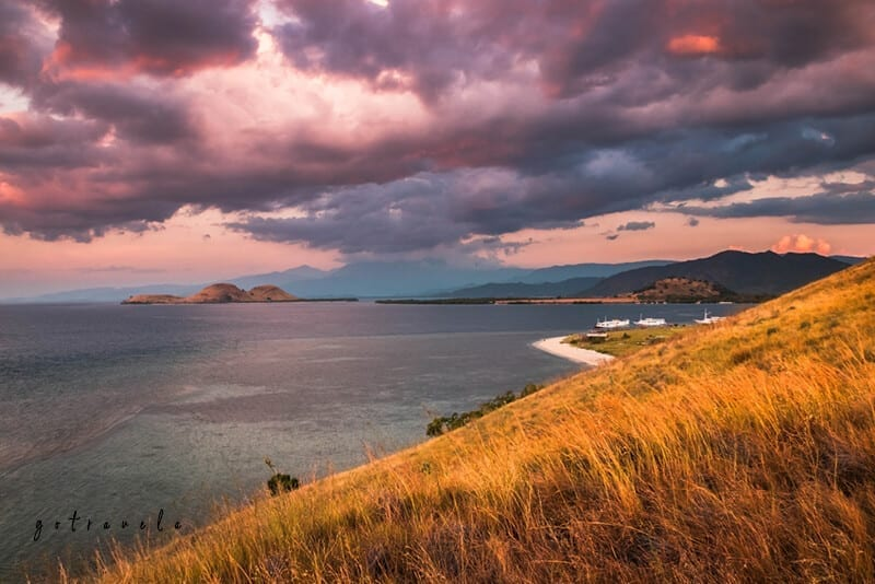 Sunset-at-Pulau-Kenawa-Sumbawa