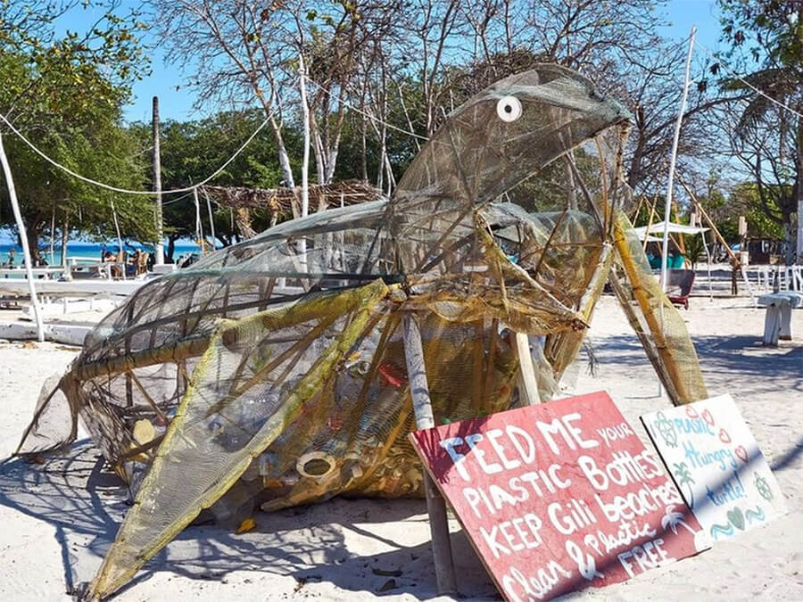 Turtle-art-trashcan-on-the-Beach-Gili-Trawangan