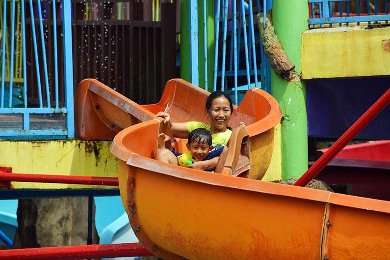 Bermain Air di Waterbom Bali