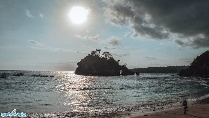 keindahan Pantai Crystal Bay